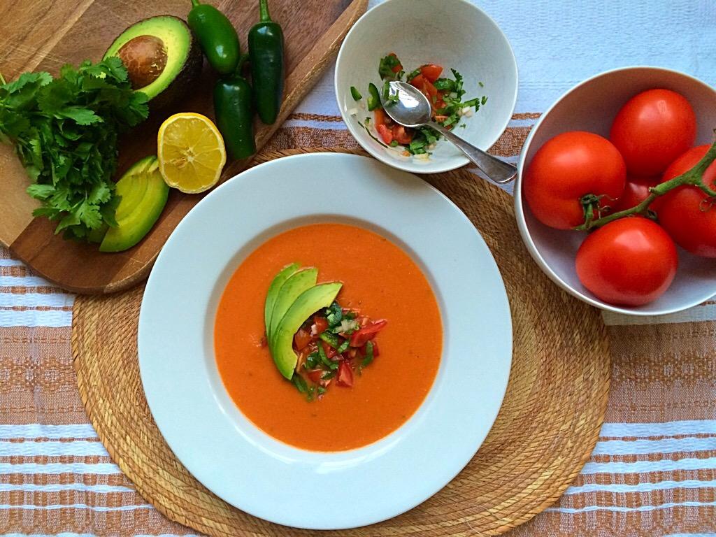 Sopa De Tomate Con Chipotle En Adobo Y Salsa Bandera Tomato Soup With Chipotle In Adobo And